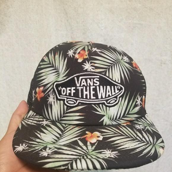f3d0c3d63b Vans Hawaiian print trucker hat. M 5a34c10eb7f72b9fb5030698